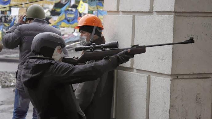 http://1.bp.blogspot.com/-ppAz9Z372ZE/UxMxS_WqHTI/AAAAAAAAWy4/__RNOzuqtOU/s1600/UkraineMaidanSch%C3%BCtze.jpg