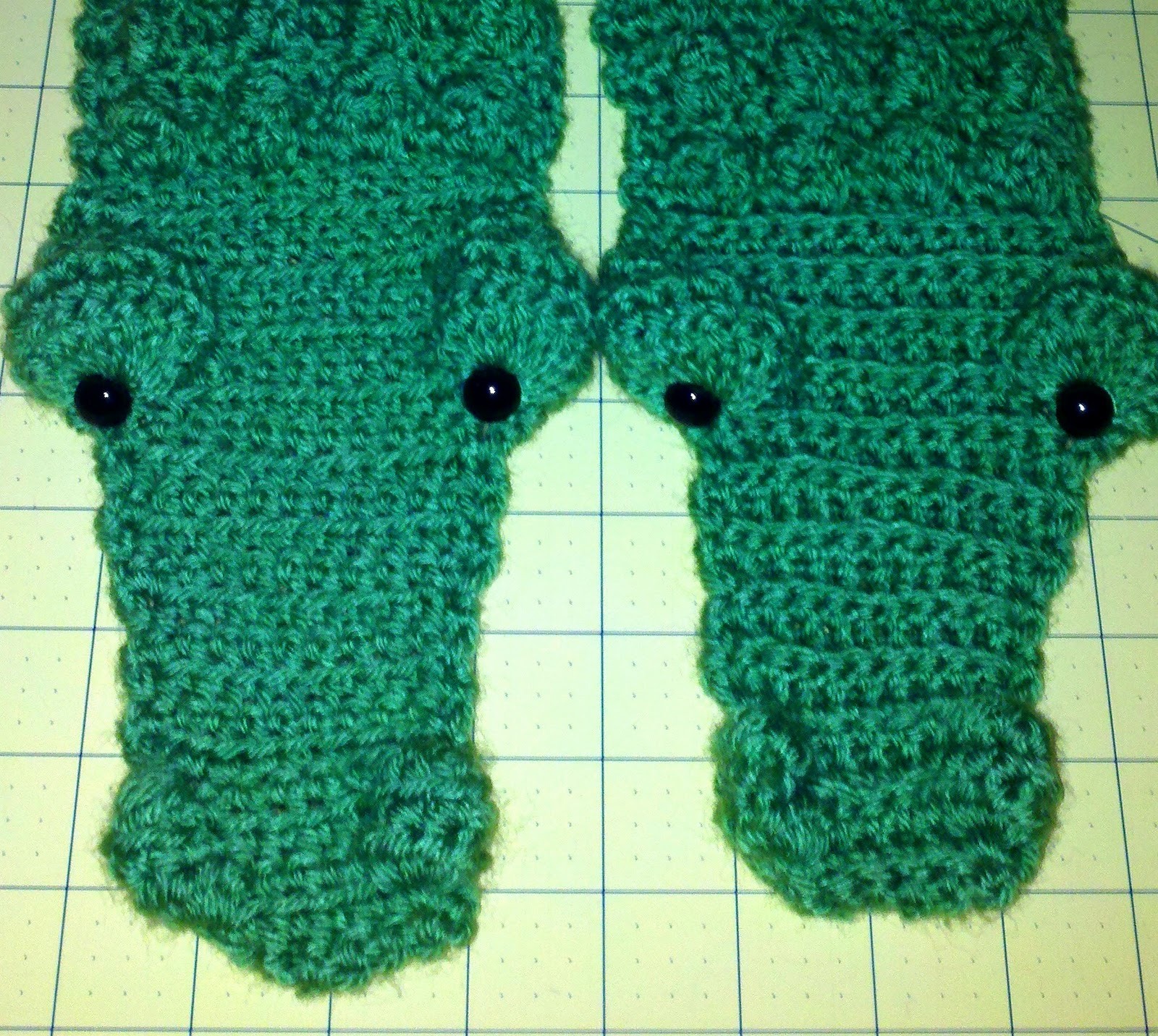 Bright and Shiny - Lovely and Good: Gator Scarf Pictures