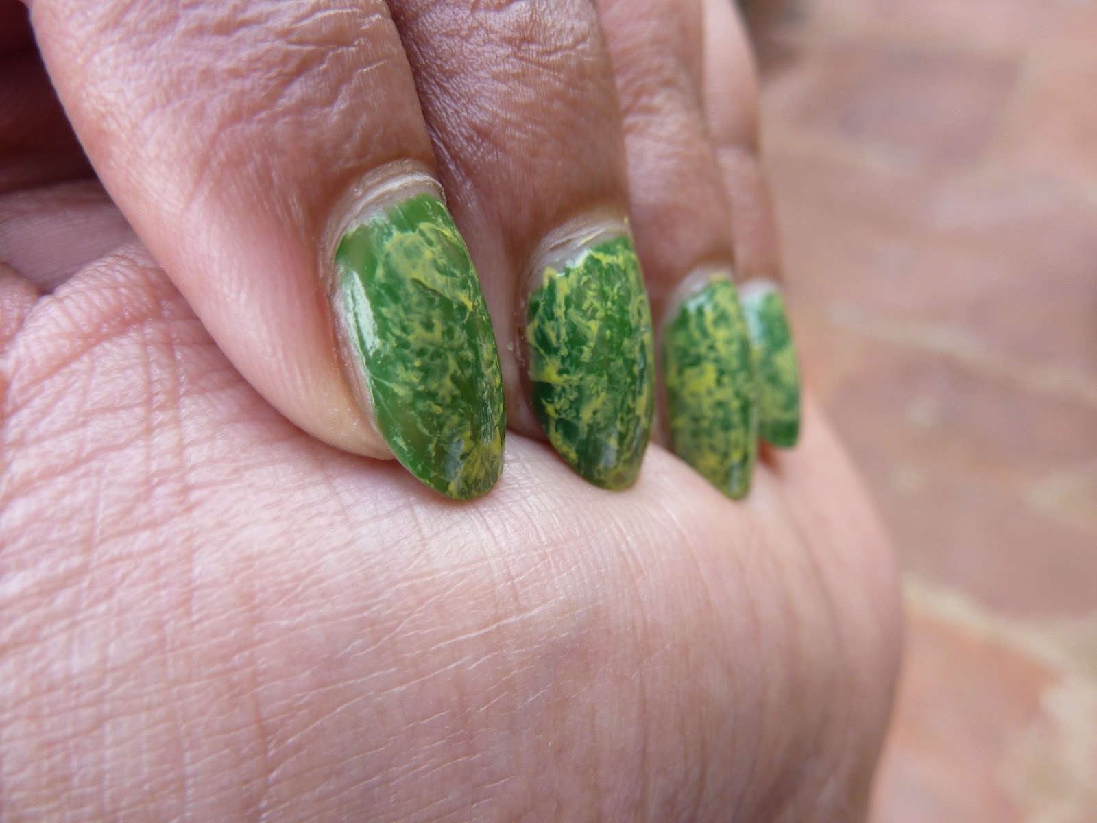 Tutorial : Nail Art : Effect created using plastic bag