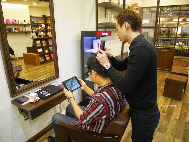 Scalp being checked, with an iPad to see in real time the condition of my scalp