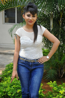 Actress Madhulagna Das Pictures in Jeans at Aadu Magadraa Bujji Platinum Disc Function  0040.jpg
