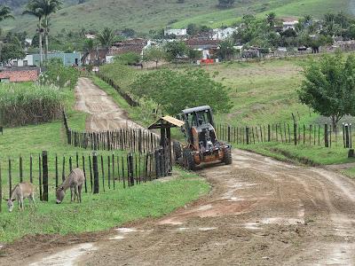 Infraestrutura continua recuperando estradas em Floresta Azul
