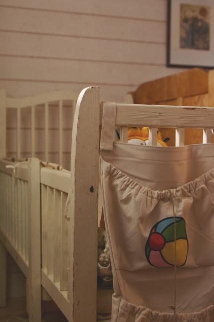 Vanha jatkettava lastensänky - Muonamiehen mökki