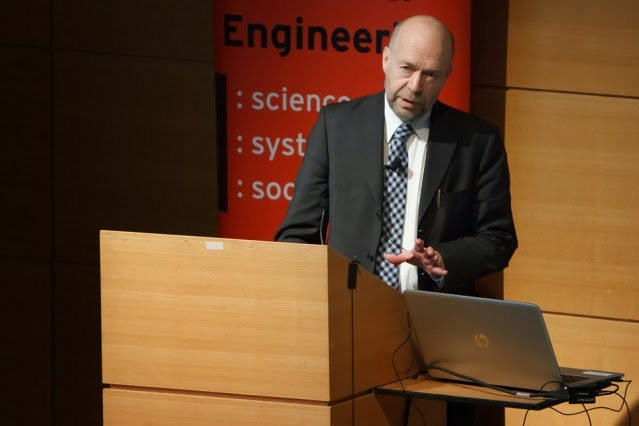 James Hansen, an early outspoken leader in warning about the risks of global climate change, delivers the 13th annual David Rose Lecture at MIT's Wong Auditorium. (Photo Credit: Russ Campbell) Click to Enlarge.