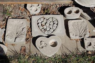 betong-buffé, hjärtan och englar