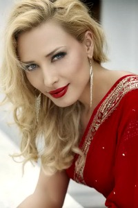 hot look Iulia Vantur fb dp