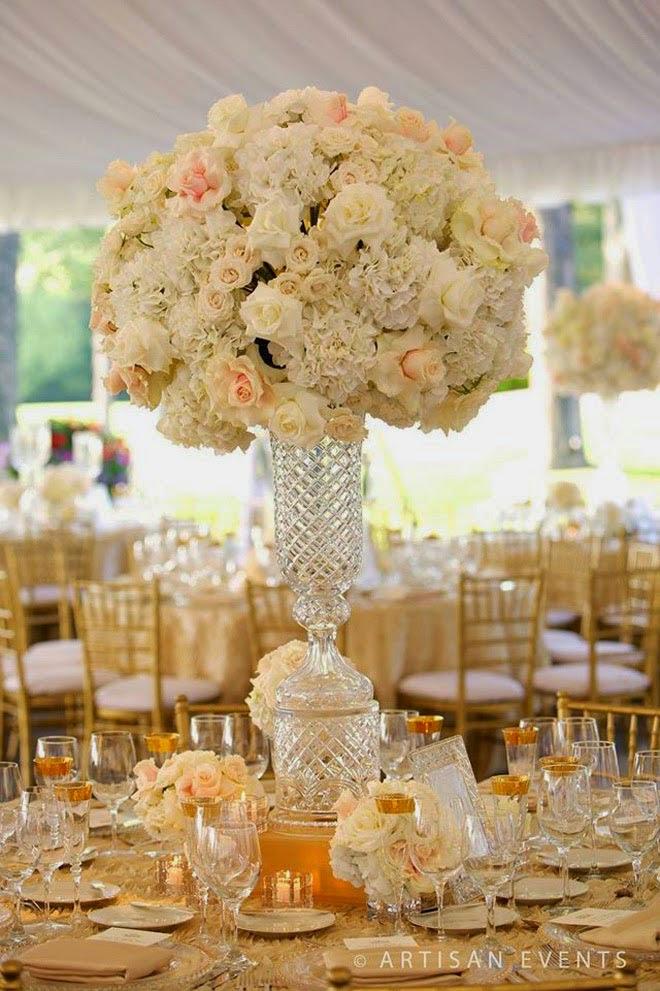 Нежный цветочный декор для свадебного стола
