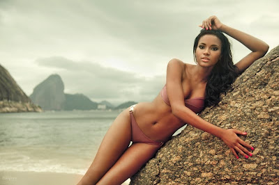 leila Lopes in swimsuite