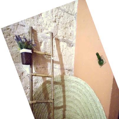 alfombras de esparto rsticas en diversos tamaos y formas perchero realizado con un a botella de cristal reciclado escalera de bamb para las toallas