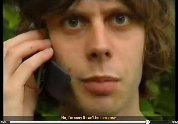 imagen de un chico hablando inglés por teléfono