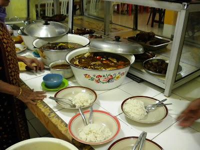 http://1.bp.blogspot.com/-prBvNpFIzhs/Ttay03LeuKI/AAAAAAAAASU/insGEP_2vGs/s1600/rumah+makan+bu+haji+basuki+%25281%2529.JPG