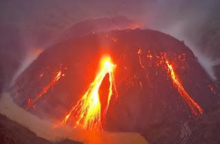 foto Gunung Kelud  saat meletus