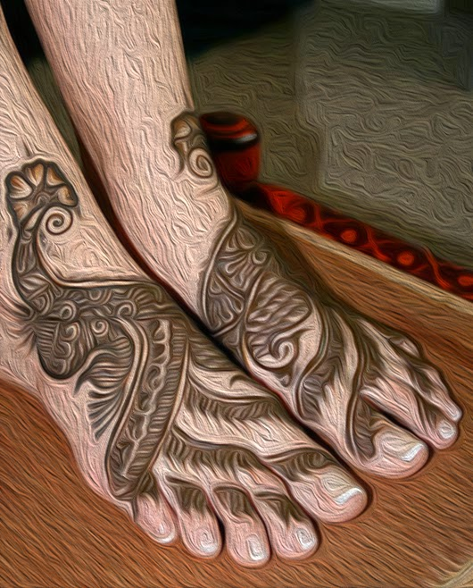 henna design on foot