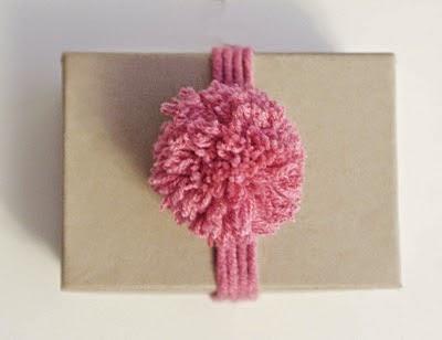 Manualidades - Como hacer pompones de lana rapido ...