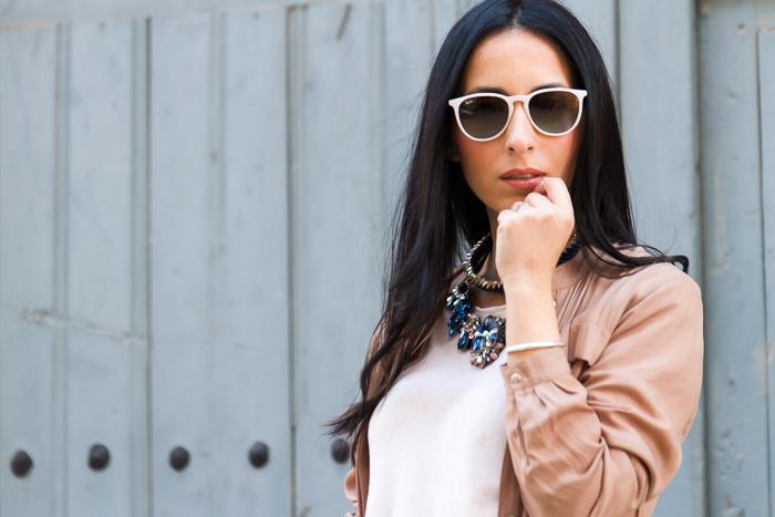 Blogger de moda española con el cabello largo