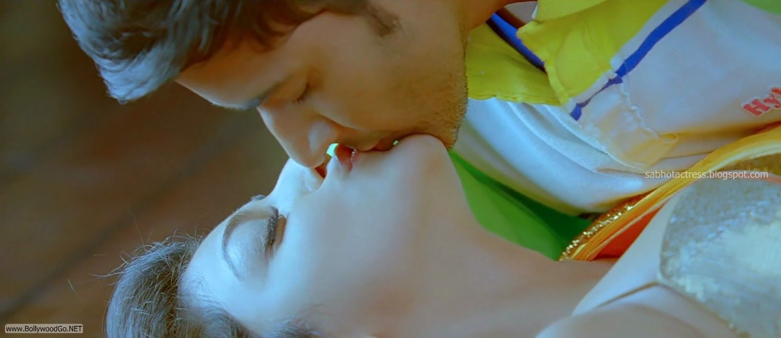 Kajal Agarwal Romantic Lip Lock Kissing Pictures