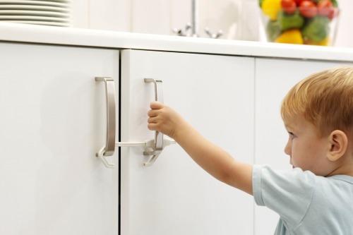 Jak zorganizować mieszkanie bezpieczne dla dziecka?