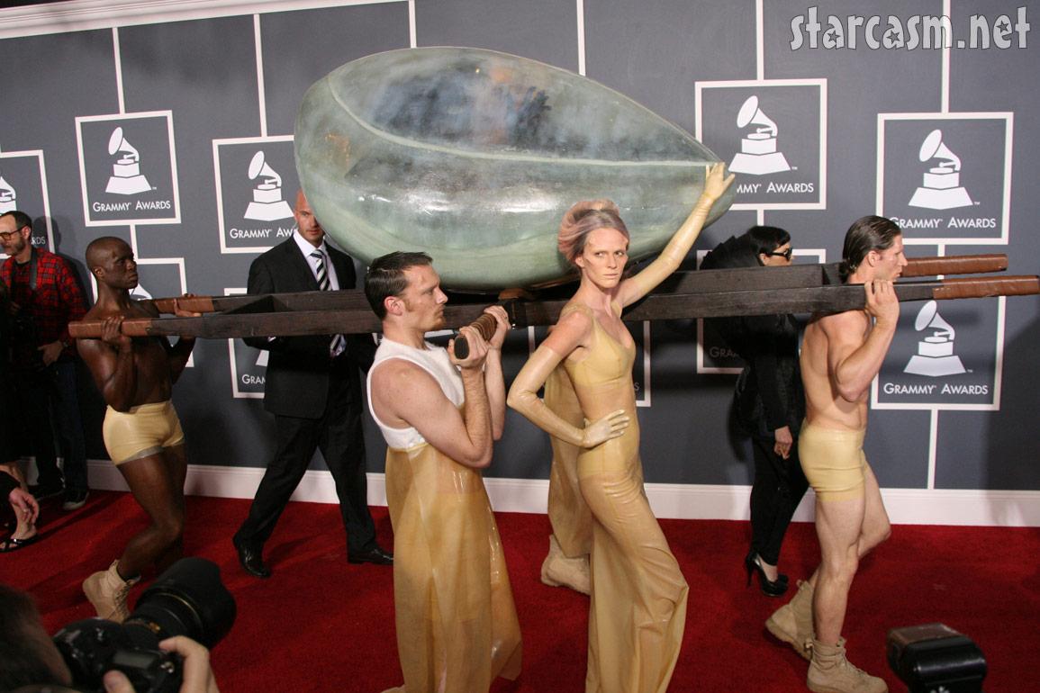 http://1.bp.blogspot.com/-psMw6bHBYcU/TVlIGCT9bCI/AAAAAAAAAoc/fwMnIaRLa2g/s1600/Lady_Gaga_egg.jpg