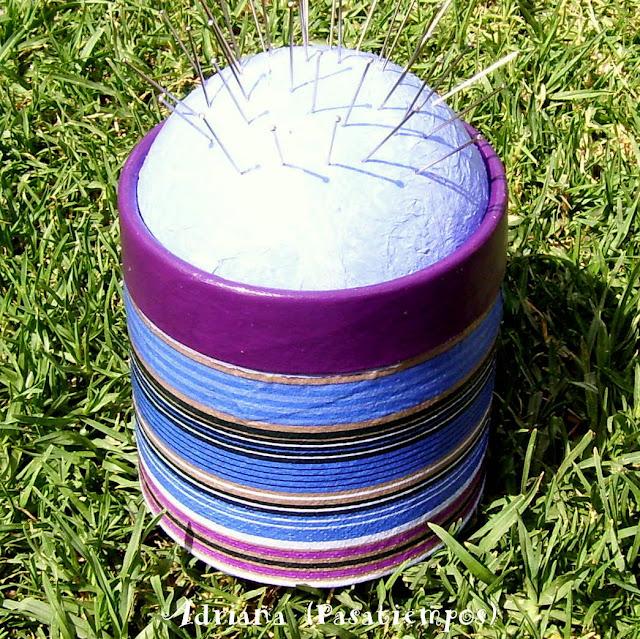 Costurero Alfiletero con decoupage acrílico y tapa forrada con papel