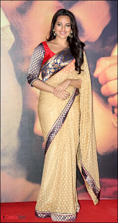 Sonakshi Sinha Pos in Saree at Lootera Music Launch 0004.jpg