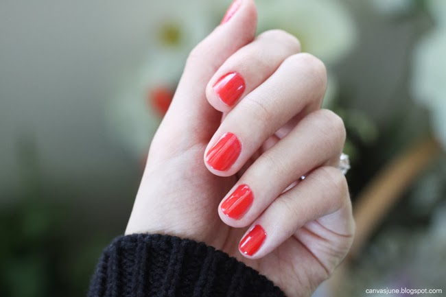 nail art, nail art tutorial, holiday red nails, holiday nail tutorial, holiday nail advise, favorite holiday nails, what nail color to wear for holiday, fashion blogger nail art, OPI nail polish, OPI red nail polish, nails for new year, nails for party, silver glitter nails