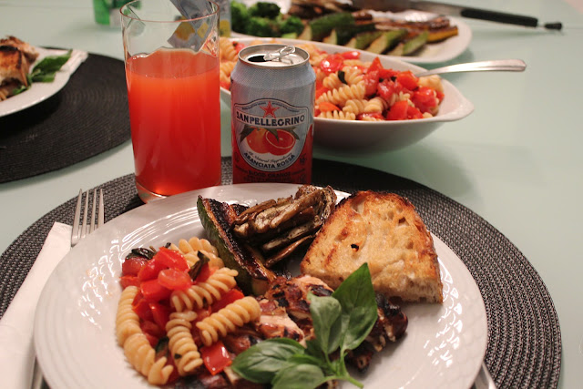 Grilled balsamic chicken with fusilli with raw tomato sauce