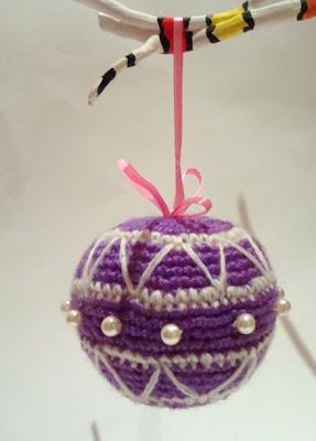 фиолетовый шарик на елку