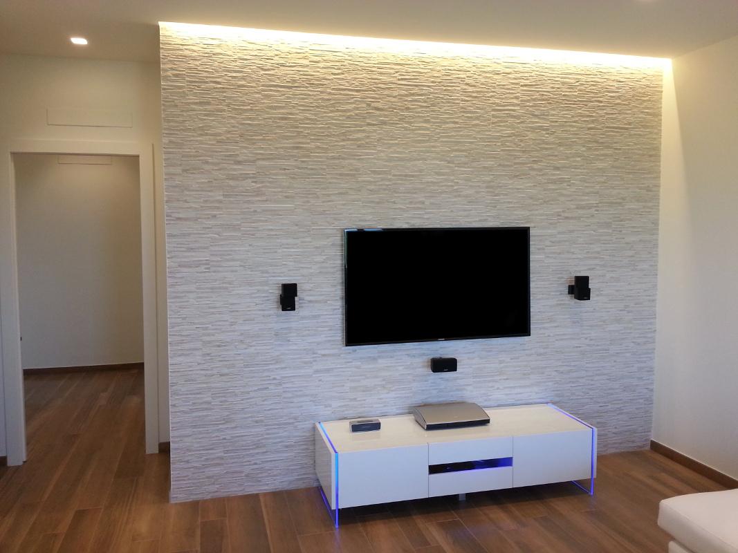 Mobili Tv Led : Parete tv attrezzata componibile fissata a muro con ...