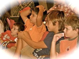 Niños ríen en Castillo de Bellver