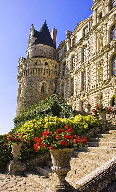 Stay at these five lovely chateaux turned inns in central for Chateaux in france to stay
