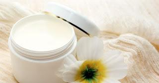 7 astuces beauté avec de la vaseline (restez belle)