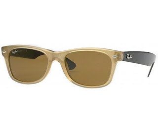 Rayban 2132 New Wayfarer is jointed by alloy hinges that attach to  injection molded plastic, UV-proof lenses that are fit for strolling in the  sun or just ...