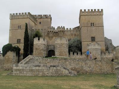 Medina de rioseco spain castillos en espa a pinterest for Pisos en medina de rioseco