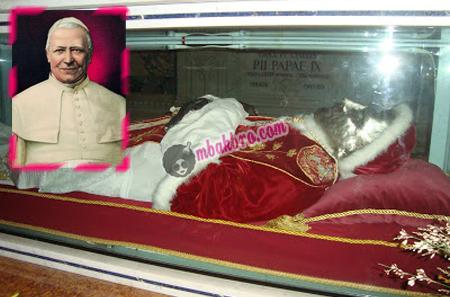 Paus Pius IX dan mayatnya