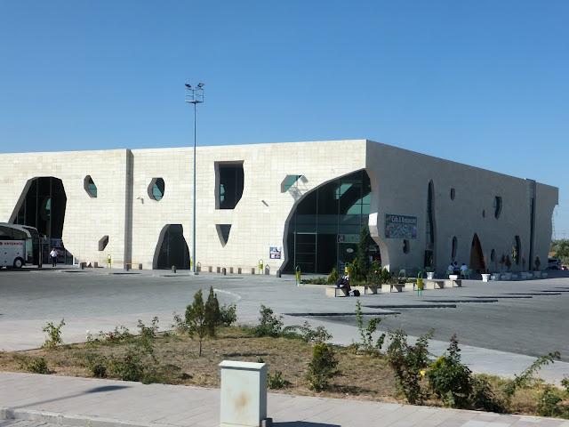 Обычный турецкий автовокзал (отогар). Город Невшехир