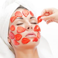 Cara Ampuh Mengobati Jerawat Bandel Dengan Strawberry