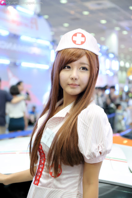 2 Ryu Ji Hye - Seoul Auto Salon 2012 [Part 2]-Very cute asian girl - girlcute4u.blogspot.com