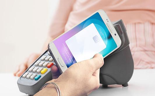 سامسونغ تبدأ باختبار منصات الدفع عبر الهاتف