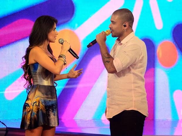 SAI DO CHÃO: Paula Fernandes recebe Dinho, Diogo Nogueira e Roberta Miranda no palco