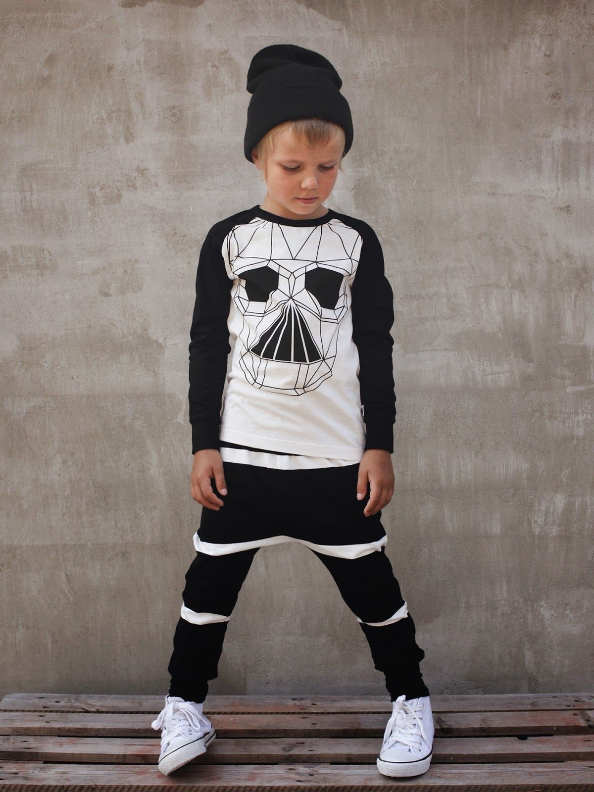 Monochrome styles in organic cotton by Mainio Clothing for autumn 2014 collection
