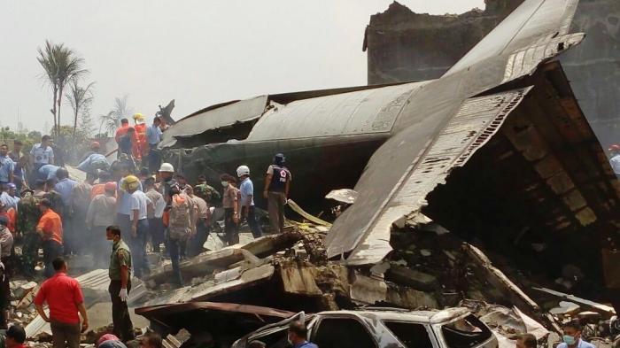 esawat Hercules C-130 Jatuh di Medan