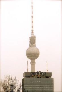 Fernsehturm (tour de la télé) sous la neige - Berlin