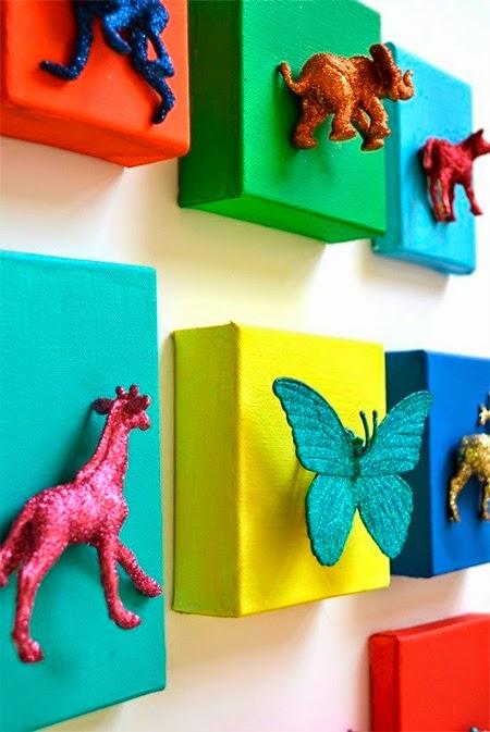 Brinquedos reciclados, quadros coloridos, decoração, quarto, criança
