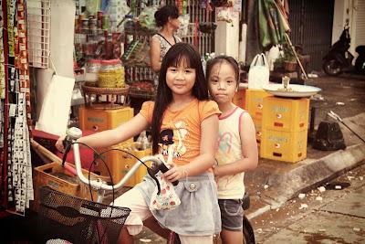Lao filles vélo - Pakse - Laos