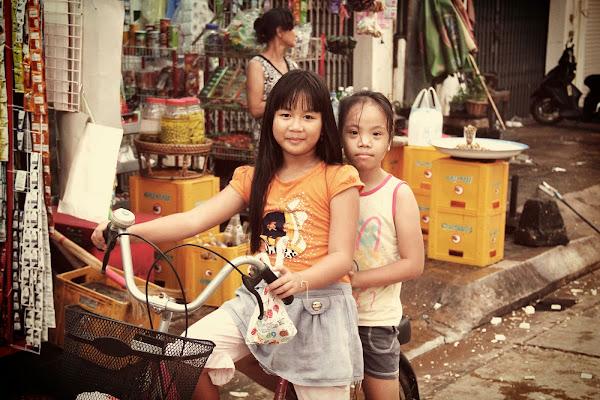 Niñas laosianas en bicicleta - Pakse - Laos