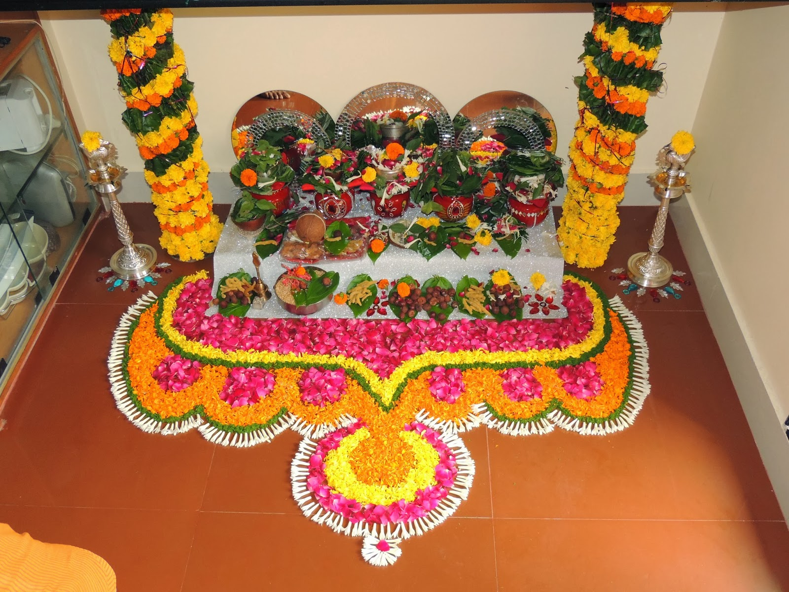 Flower decoration for pooja the image for Aarti decoration pictures