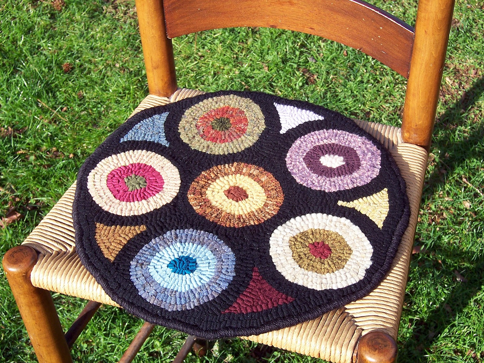 The Edge Of The Rug Has Been Finished With A Whipped Edge, Using Wool Yarn  Over A Cotton Cording To Provide An Attractive And Durable Edge. Hooked  Chair Pad ...