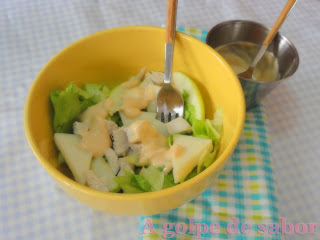 Ensalada de pollo, melón y queso