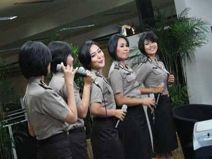 girlband polisi wanita diva baranita