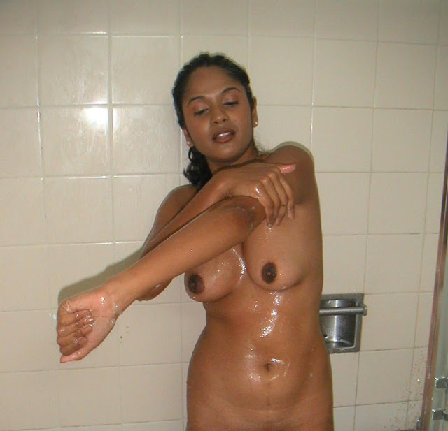 Cute Indian Girl Taking Bath Naked Pics indianudesi.com